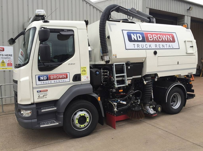 15 Tonne Road Sweeper image 3