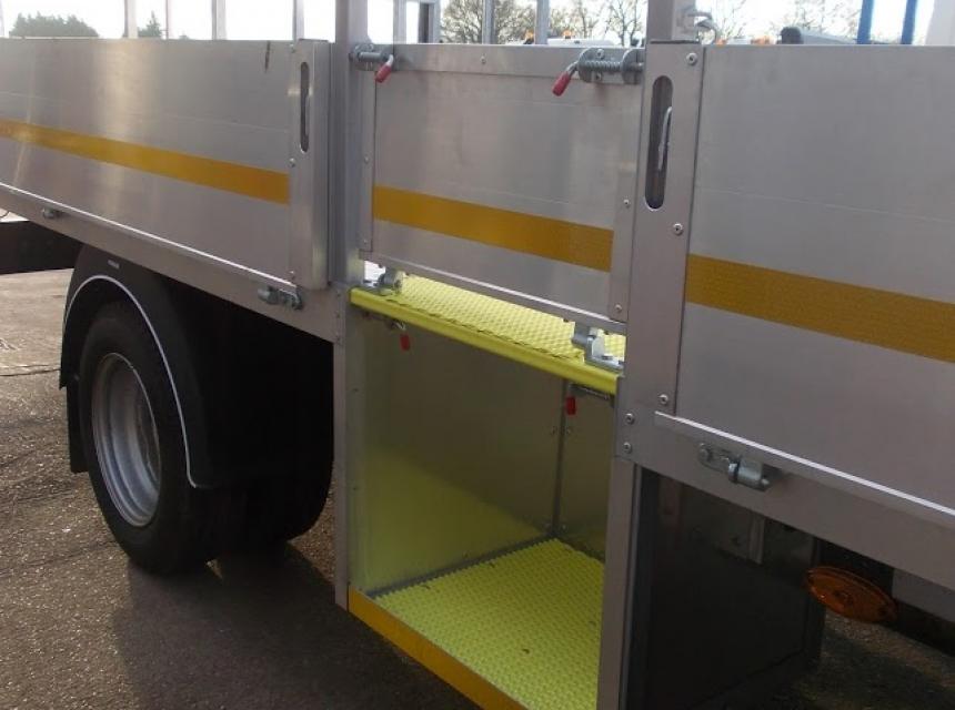 3.5 Tonne GVW Traffic Management Vehicle Side