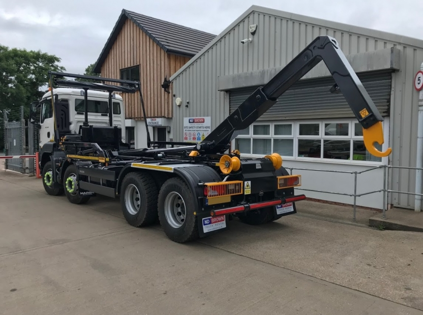 32 Tonne Hook Loader Side