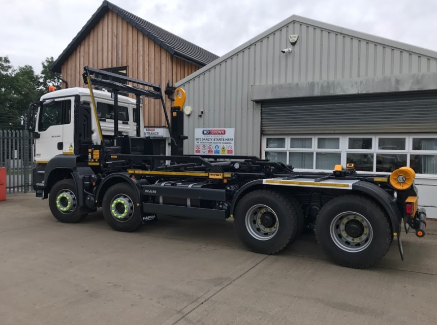 32 Tonne Hook Loader Hire - Side View