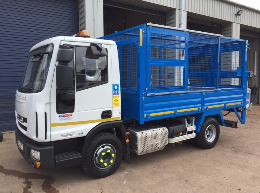 7.5 Tonne GVW Caged Tipper Side